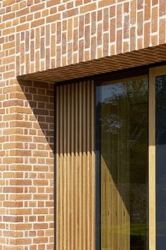 Brick and wood. Exterior of the Britten Pears Archive by Stanton Williams. Brick Cladding, Wood Facade, Brick Paneling, Timber Panelling, Brickwork, Timber Buildings, Small Buildings, Brick And Wood, Brick And Stone