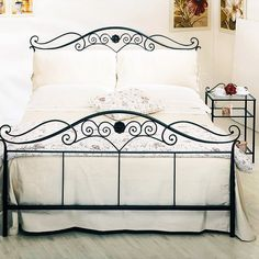 Wrought Iron Beds, Wrought Iron Decor, Iron Furniture, Furniture Design, Home Decor Bedroom, Bedroom Furniture, Steel Bed Design, Steel Bed Frame, Bed Frame Design