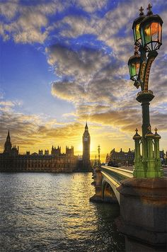 Sunset, Thames River, London, England photo via chinnchinn
