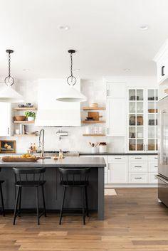 Kitchen Island Table, Kitchen Dining, Kitchen Decor, Decorating Kitchen, Kitchen Ideas, Black Kitchen Island, Wood Floor Kitchen, Kitchen Floors, Kitchen Layouts