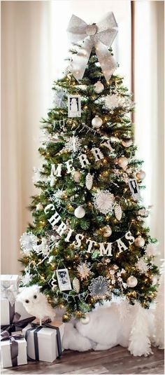 Warm & Cozy Rustic Farmhouse Christmas Home Tour 2015 Gather holiday inspiration. - Warm & Cozy Rustic Farmhouse Christmas Home Tour 2015 Gather holiday inspiration from this warm & c - Christmas Tree Ideas 2018, Decoration Christmas, Beautiful Christmas Trees, Noel Christmas, Merry Little Christmas, Rustic Christmas, Scandinavian Christmas, Homemade Christmas, Elegant Christmas