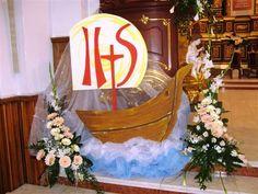 Znalezione obrazy dla zapytania dekoracje pierwszokomunijne kościoła