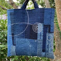 「にゃん」の針しごと Sashiko Embroidery, Japanese Embroidery, Denim Bag Patterns, Kimono Sewing Pattern, Boro Stitching, Denim Crafts, Jute Bags, Quilted Bag, Fabric Bags