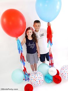 Creative and Easy Ideas for Your of July Party - DIY crafts, decorations, recipes and free party printables to help you celebrate in style with ease! 4th Of July Party, Fourth Of July, Patriotic Party, 4th July Crafts, Balloon Tassel, Paper Balloon, 4th Of July Photos, Diy Tassel, Tassels