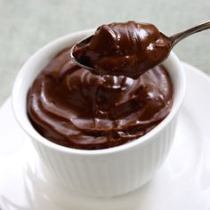 Nonfat Chocolate Pudding Cup We're totally loving this one—the creamy chocolate pudding goes down easy, but it doesn't contain the fat that can sit in your belly like a rock all night. One single-serve pack racks up about 90 calories.