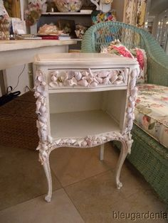 Charming Vintage French Country Cottage End Table Shell Art