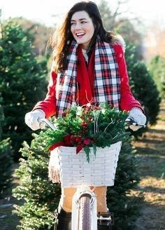 Sarah Vickers adventures in New England living, classic fashion, and travel. Preppy Christmas, Preppy Winter, Tartan Christmas, Christmas Fashion, Xmas, Girl Outfits, Cute Outfits, Prep Style, Classy Girl