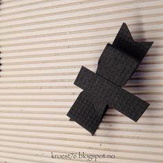 Kristinas kortblogg: Tutorial på bordkort formet som skjorter Symbols, Letters, Sewing, Tutorials, Dressmaking, Couture, Stitching, Letter, Lettering