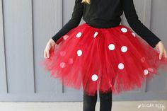 Another year, another no-sew tutu costome idea – I seriously can't get enough!! First a bumble bee, then a fairy, now good ole Minnie Mouse. I might be on a mission to make every costume I can think of into a tutu outfit version 😉 But today it's all about theDIY Minnie Mouse Costume! And...Read More »