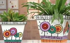 How to decorate boring flower pots Pottery Painting, Ceramic Painting, Painting On Wood, Painted Plant Pots, Painted Flower Pots, Pots D'argile, Clay Pots, Flower Pot Crafts, Clay Pot Crafts