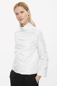 Stand-up collared boxy top