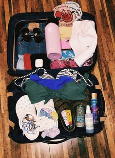 ツⓟⓘⓝⓣⓔⓡⓔⓢⓣ: justkatl 🌻 not mine- credit to owner 🌻 Road Trip Packing, Vacation Packing, Packing Tips For Travel, Travel Goals, Travel Bag Essentials, Road Trip Essentials, Vsco Pictures, Travel Pictures, Summer Aesthetic