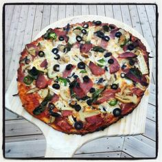 Homemade Pizza w/ Pre-Seasoned Mushrooms, Extra Cheese, Spinach, and Black Olives. Wolfgang Puck Recipes, Pizza Photo, Olives, Vegetable Pizza, Spinach, Stuffed Mushrooms, Fans, Cheese, Homemade