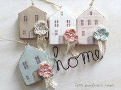 Ozdobne domy, w najróżniejszych materiałach, są klasycznym rękodziełem. Tkanina, drewno, ceramika, papier ...