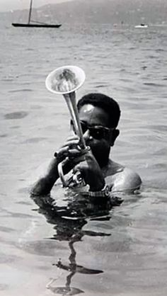 Dizzy Gillespie: In the 1950s, together with Charlie Parker became a major figure in the development of bebop and modern jazz.♫♥♫♫♥♫♥♥J