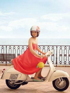 Kate Spade Goes to Capri: Lemons, 50s Italian Flashcards, Mopeds, and False Eyelashes Piaggio Vespa, Lambretta Scooter, Vespa Scooters, Vespa 50, Vespa Vintage, Moto Scooter, Kate Spade, Vespa Girl, Fashion Advertising