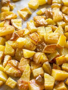 Crispy Roasted Potatoes are seasoned potatoes that are oven baked with nice golden caramelized edges. A great side dish for any meal. Crispy Roast Potatoes, Seasoned Potatoes, Roasted Potatoes, Side Dish Recipes, Vegetable Recipes, Beef Recipes, Cooking Recipes, Veggie Food, Cooking Tips