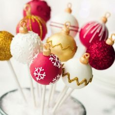 Christmas cake pops by RuthBlack. Christmas cake pops in red, white and gold Christmas Cake Pops, Christmas Sweets, Christmas Cooking, Noel Christmas, Christmas Goodies, Holiday Baking, Christmas Desserts, Holiday Treats, Christmas Ornaments