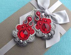 Affascinanti, Orecchini soutache di Mega. Orecchini sono realizzati a mano, con passione e vero amore. Red & ombre di grigio è una combinazione di colori molto bello. Orecchini hanno avuto 7cm lunghezza è di circa 2,75 pollice. Questa è una bella aggiunta per il vestito, mi raccomando :) Se volete vedere più dei miei orecchini, quindi si prega di visitare: https://www.etsy.com/shop/RhodianaSoutache