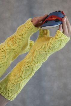 Free Knitting Pattern - Fingerless Gloves & Mitts: Shine Bright Fingerless Gloves