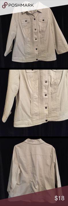 "Dress Barn woman khaki Blazer size 14/16 Dress Barn Woman Khaki Blazer 5 buttons 2 front pockets  size 14/16 42"" chest  25"" long  98% cotton 2% spandex Machine washable Dress Barn Jackets & Coats Jean Jackets"
