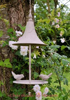 Futterhalter ~ Pagode mit zwei süßen Vögeln ♥ http://www.charmedelamaison.de/Gartendekoration/