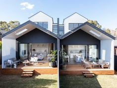 🌟Tante S!fr@ loves this📌🌟Two homes built in 12 weeks - backyard living room. This is open plan living at its best with smooth indoor / outdoor living transitions. Townhouse Designs, Duplex House Design, Small House Design, Townhouse Exterior, Duplex House Plans, Modern Coastal, Modern Exterior, Architecture Design, New Homes