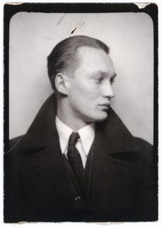 "** Vintage Photo Booth Picture ** Strong, handsome features and oh so serious. From the book ""Photomaton"" by Günter Karl Bose Vintage Pictures, Vintage Images, Vintage Men, Handsome Men In Suits, Handsome Man, Dapper Men, Vintage Magazine, Vintage Photo Booths, Spiegel Online"