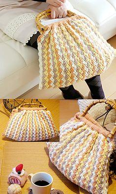 Ravelry: Outing Bag pattern by Pierrot (Gosyo Co., Ltd). Free pattern.