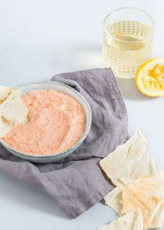 I have another nice weekend bite for you, one Feta Peppadew dip. I love feta dip. In Greece it is standard on every menu. Only then is it called Tirok. Tapenade, Lunch Restaurants, Feta Dip, Feel Good Food, Homemade Pesto, Just Eat It, Herb Butter, Appetizer Dips, Tapas