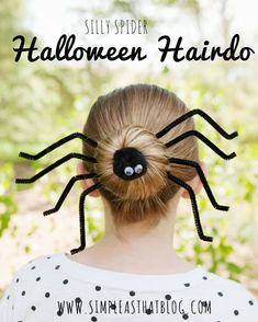 Halloween Inspired Silly Spider Halloween Hairdo - ready to get your beauty and creep Halloween on as well? Create your own Halloween Hairdo with creepy spider bun Diy Halloween, Halloween Infantil, Soirée Halloween, Holidays Halloween, Halloween Treats, Halloween Decorations, Halloween Clothes, Hair Styles For Halloween, Rosie The Riveter Halloween Costume