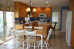 A Kitchen Table Makeover - Shine Your Light Painted Kitchen Tables, Kitchen Chairs, Small Kitchen Pantry, Diy Kitchen, Natural Wood Dining Table, Diy Design, Maple Kitchen Cabinets, Kitchen Table Makeover, Kitchen Room Design
