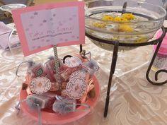 Souvenir holder 🎀 Diys, Cake, Desserts, Food, Souvenir, Pie Cake, Meal, Bricolage, Cakes
