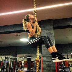 Josephine Skriver amps up her workout with rope climbing