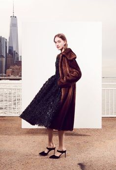 See the full Pre-Fall 2018 collection from Oscar de la Renta.