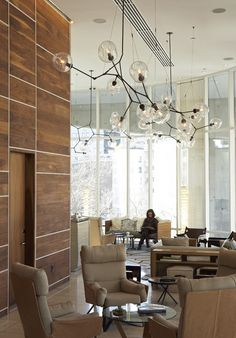 Lindsey Adelman installation at the James Hotel in NYC.This is a beautiful lobby in hotel there is multi space sitting area. Interior Design Blogs, Interior Inspiration, Design Inspiration, Design Entrée, Lobby Design, Hotel Lounge, Lobby Lounge, Luminaire Design, Hotel Interiors