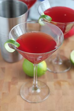 Pomegranate Cosmopolitans! This might become your favorite cocktail. #cocktail #cocktailrecipe #pomcosmos