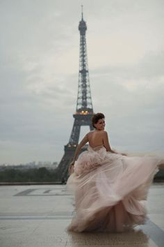 """This is a lovely photo... But iit's the story that's better still. Another pinner wrote """"Paris Photoshoot:  Jill Conley's beautiful, tragic, courageous story.  Meet her and  learn about how she's using her illness to encourage others.  I hate cancer...but she's finding a way to use it for good."""""""