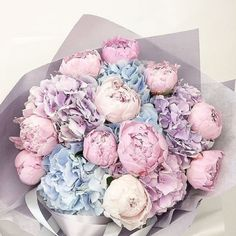 Just take a look at these amazing flowers! Floral by … Just take a look at these amazing flowers! Floral by Source Amazing Flowers, Fresh Flowers, Beautiful Flowers, Pretty Roses, Peonies And Hydrangeas, Luxury Flowers, Flower Aesthetic, Aesthetic Beauty, Flowers Nature