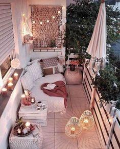 Come arredare un terrazzo piccolo - Ricette al Volo Small Balcony Decor, Outdoor Balcony, Balcony Design, Small Patio, Balcony Ideas, Balcony Garden, Patio Ideas, Urban Balcony, Modern Balcony