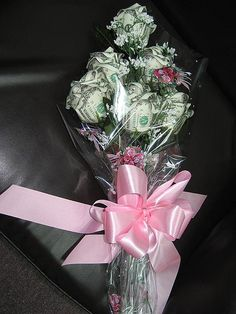 Money Bouquet Discover Money rose bouquet For Jane Money Lei, Money Rose, Money Origami, Gift Money, Dollar Origami, Money Cards, Money Creation, Money Bouquet, Creative Money Gifts