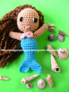 Pequeña Sirena Amigurumi - Patrón Gratis en Español aquí: http://amigurumispatronesgratis.blogspot.com.es/search/label/Peque%C3%B1a%20sirena%20en%20crochet