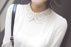 I love the idea of Peter Pan collars but I don't know how they would work on me. I generally don't like crew necks and shirts leave shirts unbuttoned at the top button or so. But these collars at so cute! Mode Style, Style Me, Mode Outfits, Fashion Outfits, Grunge Outfits, Mode Pop, Peter Pan Collars, Peter Pan Collar Blouse, High Collar Blouse