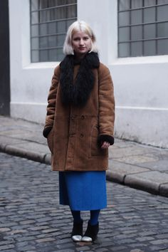 Dublin Festival Season - Dublin Street Style – Autumn Fashion in the Capital Big old vintage coat Dublin Street Style, Autumn Street Style, Ireland Fashion, Student Fashion, Vintage Coat, Airport Style, Pretty Outfits, Sneakers Fashion, What To Wear