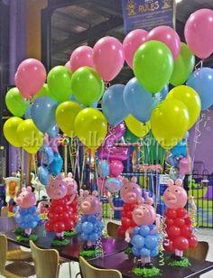 Centros de mes de globos para fiesta temática de Peppa. #FiestaPeppa