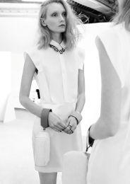 Sleeveless dress w/ double collar