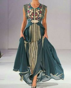 Caftan or takchita are gorgeous clothing compliments of Muslim women wardrobe. Morrocan Dress, Moroccan Caftan, Abaya Fashion, Boho Fashion, Fashion Design, Caftan Dress, Dress Skirt, Beautiful Gowns, Beautiful Outfits