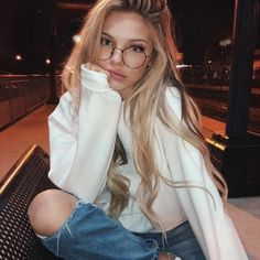 ✔ Selfie Poses With Glasses Photo Ideas Pretty People, Beautiful People, Long Hair Models, Jolie Photo, Tumblr Girls, Photography Poses, Fashion Photography, Photography Aesthetic, Makeup Photography