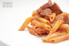 Macarrones con chistorra y tomate - http://www.thermorecetas.com/2014/09/25/macarrones-con-chistorra-y-tomate/