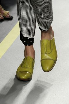 Colorful Paul Smith Spring 2011 RTW - Details - Fashion Week - Runway, Fashion Shows and Collections - Vogue Cute Shoes, Tap Shoes, Me Too Shoes, Shoe Boots, Shoes Sandals, Dance Shoes, Moda Fashion, Fashion Shoes, Fashion 2015